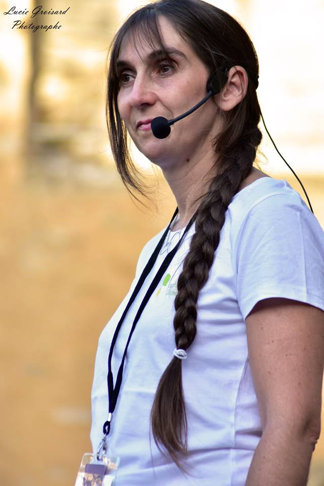 Portrait de Karine Bressand lors d'une conférence